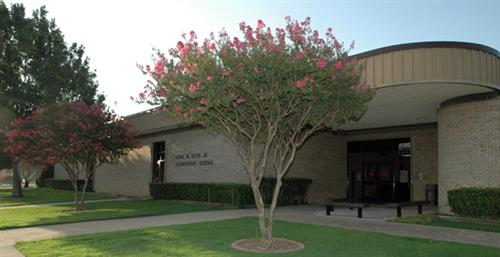 Picture of front of Reed Elementary